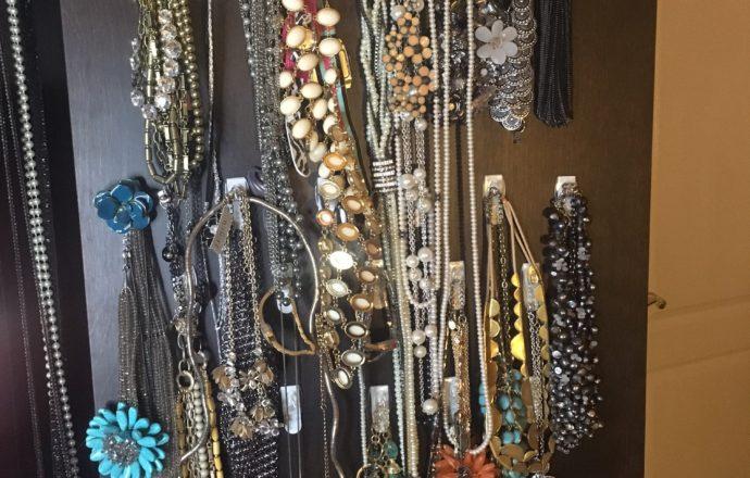 command hooks jewelry back of door